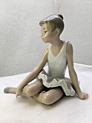 """Lladro Nao """"young Ballerina Seated """"- Porcelain Figurine- Lovely - Excellent"""