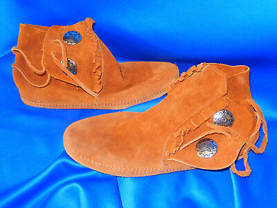 "Minnetonka (Reddish) Brown Suede Leather ""Golf Mocs"" w/Fringe Metal Buttons Box"