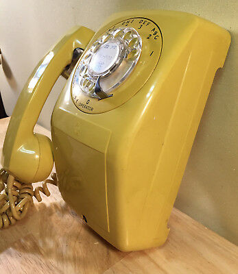 Vintage 1970s - 80s Modern Art Deco Automatic Electric Dial Up Wall Telephone