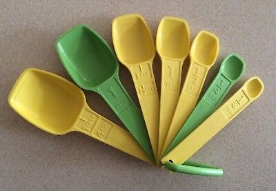 Vintage Tupperware Measuring Spoon Set Complete with Ring