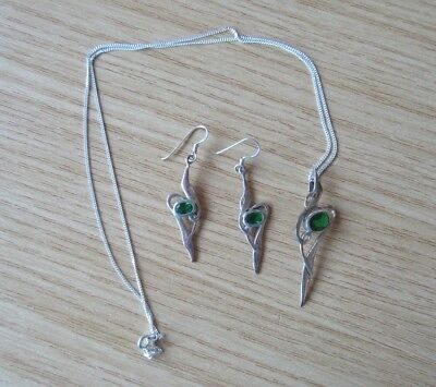 Lovely set pendant earrings Celtic silver with emerald, vgc
