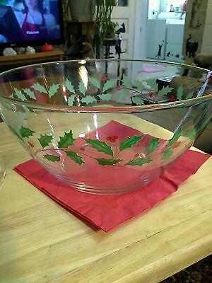 """CHRISTMAS   SERVING   BOWL    9 """"  w/ HOLLY TRIM AND GOLD RIM      EXC COND   b"""