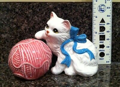 Cat and Ball of Yarn Salt & Pepper S&P Shakers Mint