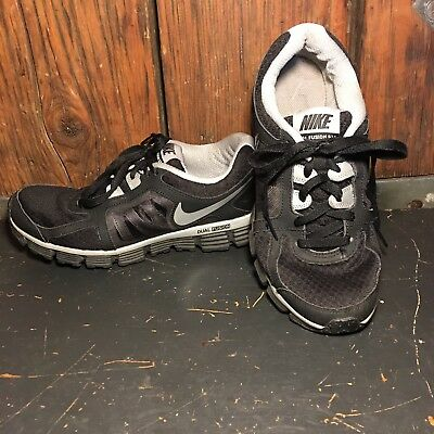 1a9db253ca8 WOMEN S NIKE DUAL FUSION ST2 TRAINING RUNNING SHOES - BLACK   WHITE Size 8