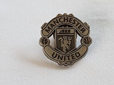 05110e6a66c0 OFFICIAL MANCHESTER UNITED FC Antique Silver Finish Logo Pin Badge ...