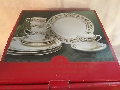 Holly Holiday Royal Limited 12 piece Set 4 Dinner Plates, 4 cups & 4 Saucers NIB