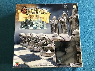 Harry Potter Wizard Chess Set Game COMPLETE w/ box and instructions