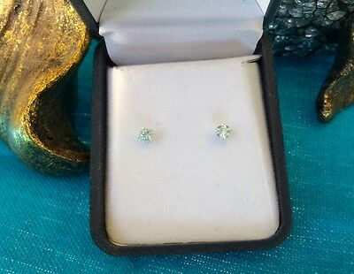 Lovely natural Aquamarine 4mm round sterling silver claw stud earrings 💧