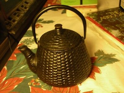 Japanese Tetsubin Cast Iron Teapot With Basket Weave Design