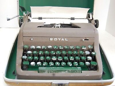 VINTAGE 1950's ROYAL QUIET DELUXE PORTABLE TYPEWRITER IN CARRY CASE WRITERS GIFT