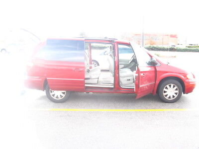 2005 Chrysler Town & Country  2005 Dodge Mini Van With Mobile Chair Lift   Reduced $1000.00 For A QUICK SALE