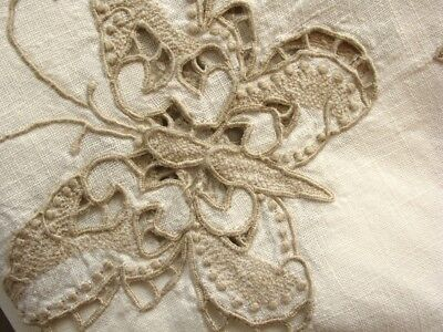 GREAT 102 x 68 CREAM Embroidered Cutwork Tablecloth, Figural BUTTERFLIES/Antique