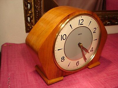 Beautiful Vintage, English Light Mahogany striking Mantel Clock.