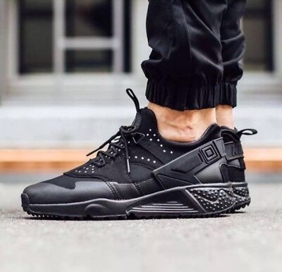 d0bafd6ecfa8 NIKE AIR HUARACHE Utility 806807 004 Triple All Black Mens Sz 11.5 ...