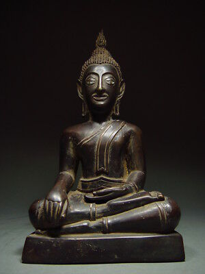 BLACK BRONZE MEDITATING CHIENGSAEN BUDDHA. ISAAN TEMPLE RELIC. NORTH THAI 19th C