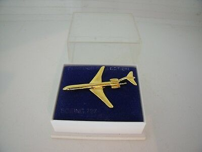 Pin's Pins Pin Badge CLIVEDON COLLECTION BOEING 727 AVION / PLANE TOP!