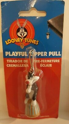 New on card  LOONEY TUNES Sylvester  - ZIPPER PULL CHARACTER
