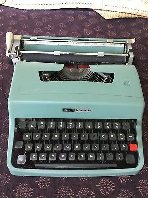 Vintage Olivetti Lettera 32 Typwriter in Green Colour with Travel Case
