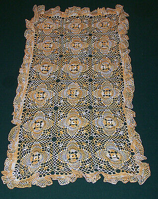 VINTAGE HAND CROCHETED LACE RUNNER, FABULOUS RUFFLED EDGE, VARIEGATED GOLD c1940