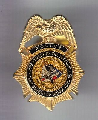 Rare Pins Pin's .. Police Officer Badge Bureau Affaires Indien Indian Usa ~Ed