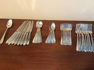 Vintage 6+ Settings WM Rogers & Sons Silverware Set (Silverplate)w/ serving spns