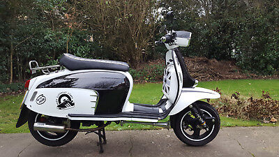 Royal Alloy GT125i 2018 Black and White Not Vespa or Lambretta or Scomadi