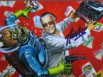 Stan Lee 8x10 Hand Signed Photo With COA.