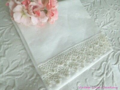 ROMANTIC * WHITE HOLLY Christmas ANTIQUE DAMASK LINEN & TATTED LACE * TEA TOWEL