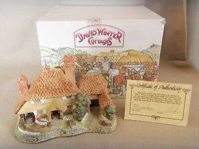 David Winter Cottages 1985 KENT COTTAGE w/Box & COA Decorative Collectible