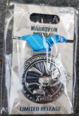 Pin Run WDW Walt Disney World Marathon Weekend 5K Oswald Lucky Rabbit 2019 Medal
