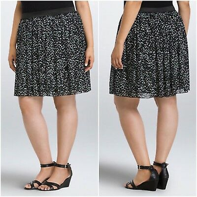 5a18da00f8a Torrid Mini Skirt Womens Plus Size 2X Black White Heart Print Pleated  Chiffon