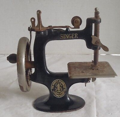 Vintage Singer Child's Toy Cast Iron Sewing Machine & clamp