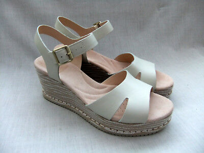 c7459fdd5a87 CLARKS AKILAH EDEN White Leather Wedge Sandals - Size 5.5 D - £39.99 ...