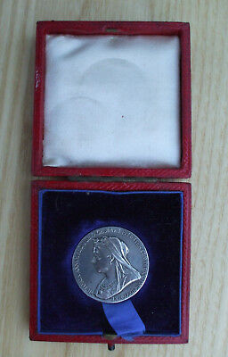 Queen Victoria, Official Diamond Jubilee Silver Medal, 1837-1897 25mm; cased