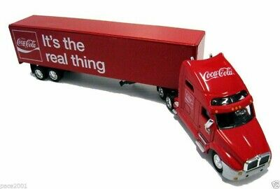 COCA COLA Modello DieCast Camion Rosso THE REAL THING 30cm Scala 1/64 Motor City
