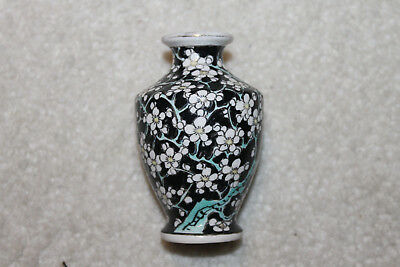 """Chinese Vintage/antique porcelain small vase 3-1/2""""H x 2-3/8""""D(as is)"""