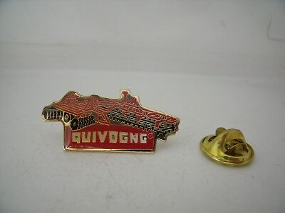 Pin's Pin Pins Badge QUIVOGNE MATERIEL AGRICULTURE TRACTEUR / FARMING TRACTOR