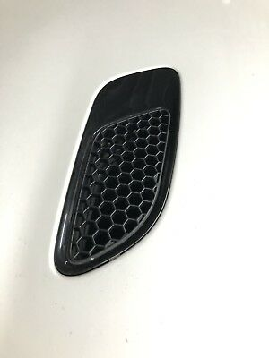 BMW E90 / E91 / E92 M3 x2 Bonnet Vent Trim in painted in any colour