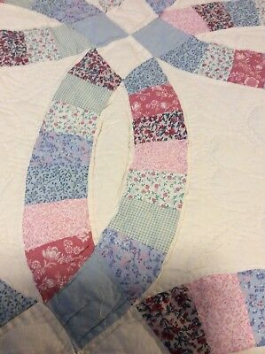 """Vintage Hand Stitched  DOUBLE WEDDING RING QUILT w/Scalloped Edges 88"""" x 106"""""""