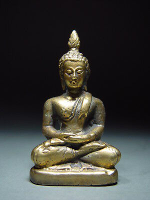 ANTIQUE BRONZE MEDITATING CHIENGSAEN BUDDHA AMULET, LANNA STYLE RELIC 19/20th C