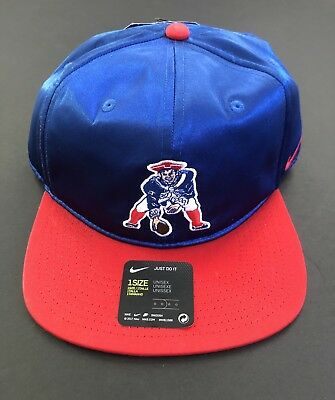 423a76f3294 New England Patriots Nike Throwback Pro Historic Logo Adjustable Snapback  Hat