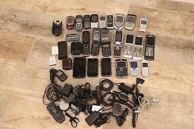 Lot of Old Cell Phones: Nokia,Motorola, Blackberry, Samsung, Untested AC Adapter