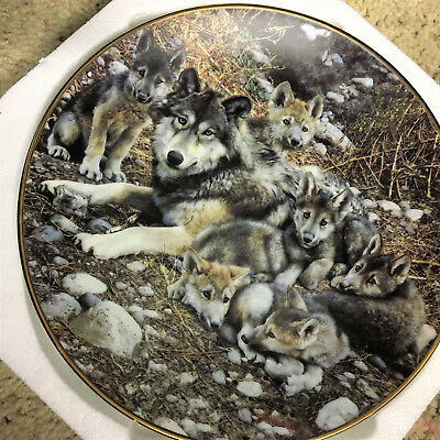 "Bradford Exchange Wolves A Family Affair Collection ""Den Mother"" Plate"