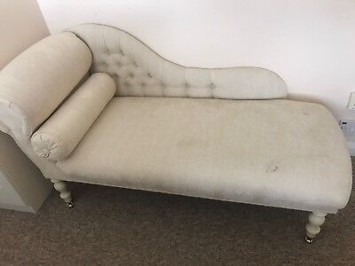 Deluxe Vintage Style Chaise Longue - Creme upholstery