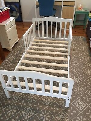 White Wooden Toddler Bed With Mattress Protectors And Sheets