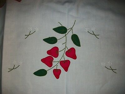 Vintage Strawberry Applique Embroidery Oval Table Cloth Scallop Hem CLEAN