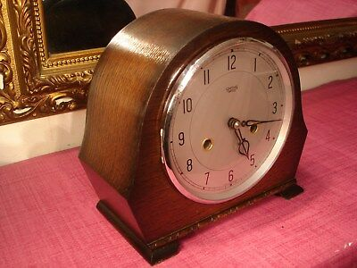 Superb Vintage English Oak Cased Striking Mantel clock, Lovely Condition.
