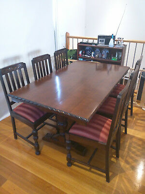 Beautiful Antique Oak Jacobean * Tudor Style Dining Table + 6 Matching chairs