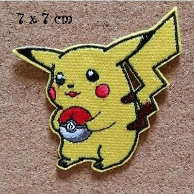 ÉCUSSON PATCH THERMOCOLLANT - POKÉMON PIKACHU balle rouge ** 7 x 7 cm, Applique