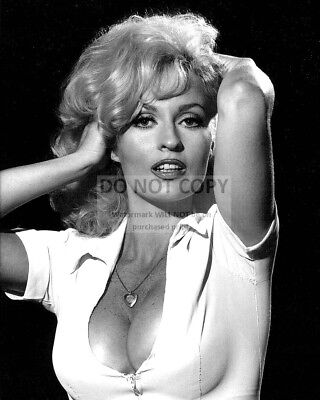 Actress Lee Meredith Pin Up - 8X10 Publicity Photo (Ep-113)